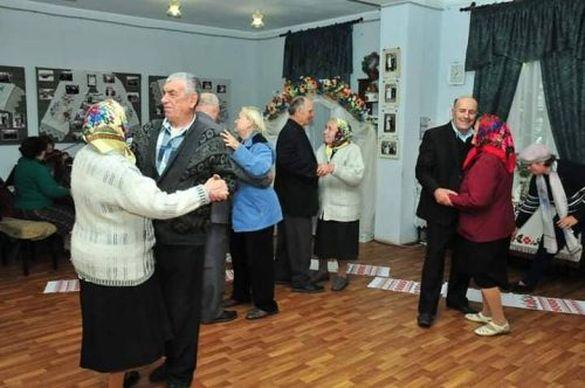 На Черкащині ювіляри, що прожили разом півстоліття, знову станцювали шлюбний танець