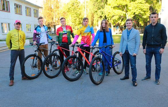Для черкаських триатлоністів придбали сучасні велосипеди (ФОТО)