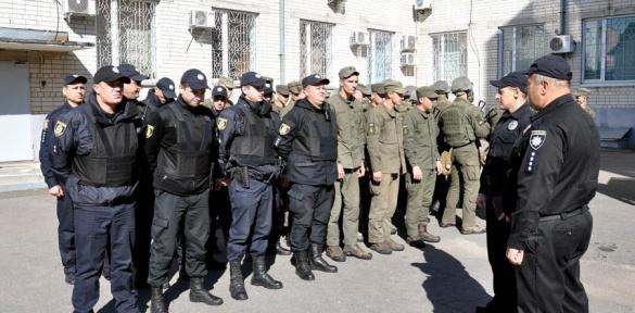 Черкаські поліцейські та нацгвардійці конвоювали затриманих