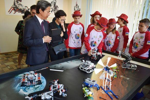 Китай спрямував мільйон гривень на розвиток школи в Черкасах