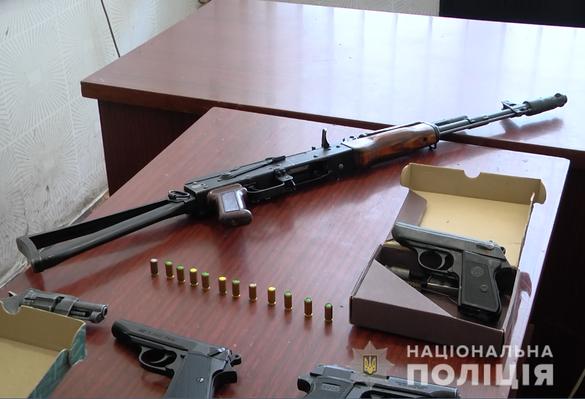 Черкащани добровільно здали більше сотні одиниць зброї (ФОТО)