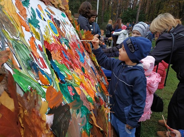 У парку Черкас із розвагами та смаколиками відсвяткували закриття сезону (ФОТО)