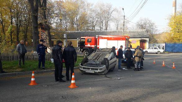 Перекинута автівка: через ДТП на Черкащині водій потрапив до лікарні (ФОТО)