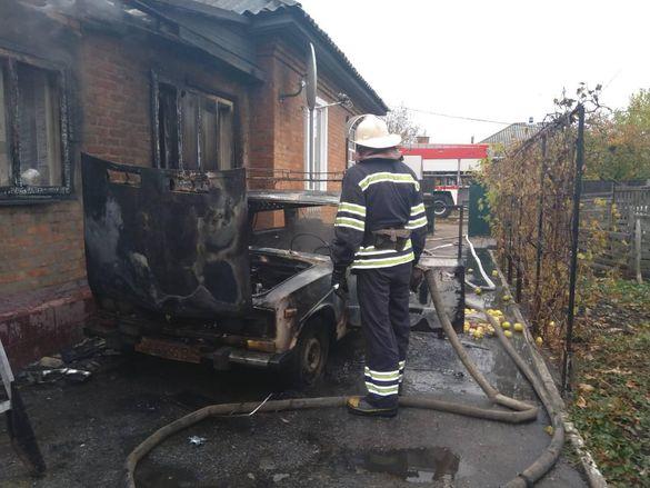 У Черкаській області полум'я охопило автівку та будинок господарів (ВІДЕО)