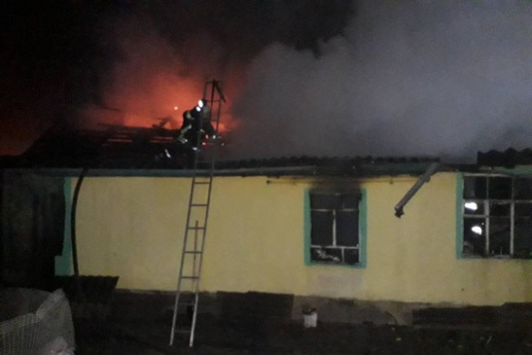 На Черкащині родині вдалося врятуватися з охопленого полум'ям будинку
