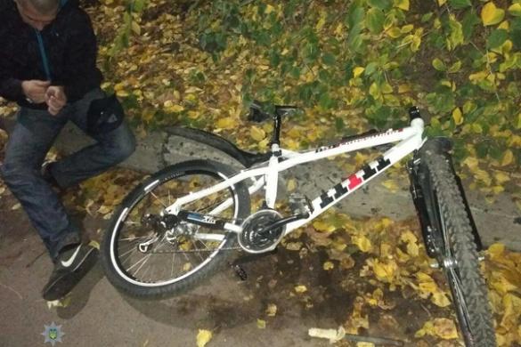 У Черкасах травмувався викрадач велосипеда, тікаючи від поліції (ФОТО)