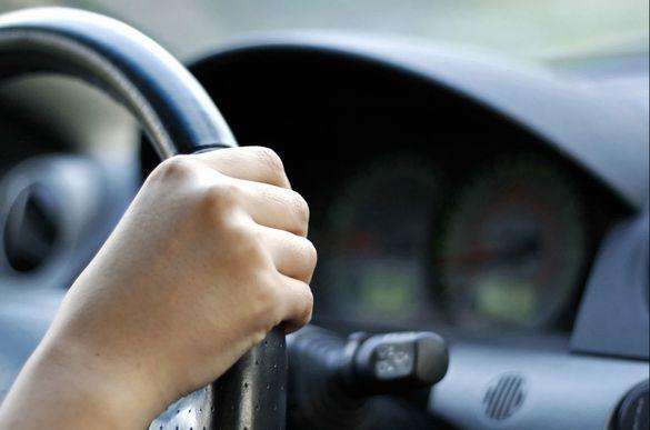 Душив водія, щоб викрасти автівку: черкащанина підозрюють у замаху на вбивство