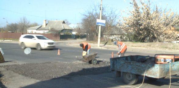 Дорожники розпочали ремонтувати одну з вулиць у Смілі (ВІДЕО)