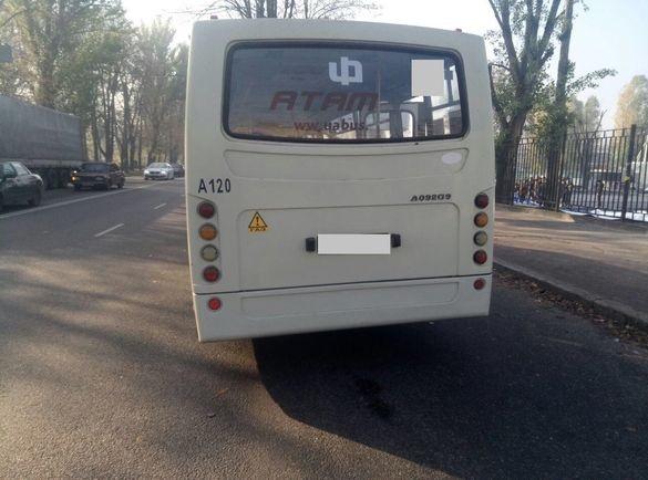 Екстрено загальмував: у Черкасах травмувалася пасажирка маршрутки