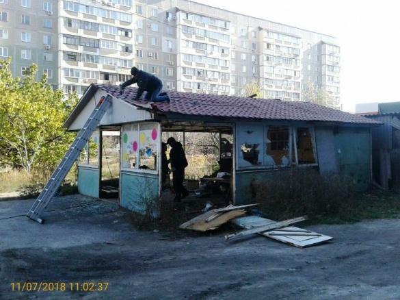 У Черкасах демонтували ще одну тимчасову споруду