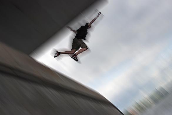 У Черкасах хлопець стрибнув із мосту