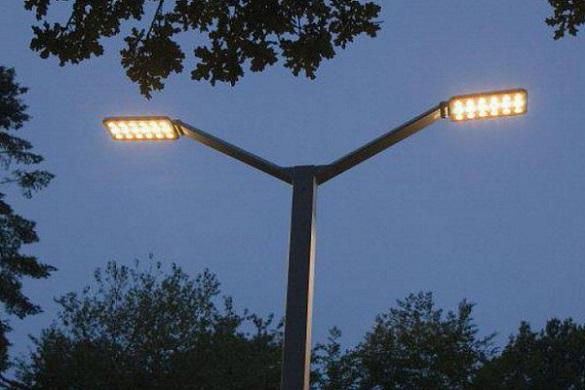 У Черкасах оновили світильниками черговий двір