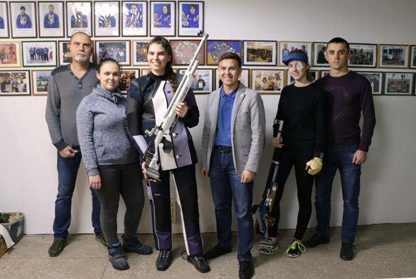 Черкаській спортсменці подарували новий стрілецький костюм (ФОТО)
