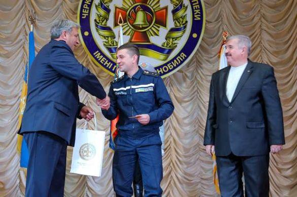 Черкаський рятівник, котрий зберіг життя 17 людям, отримав медаль
