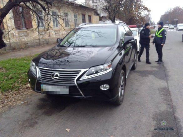 У Черкасах знайшли елітний Lexus, який вкрали у Києві (ФОТО)