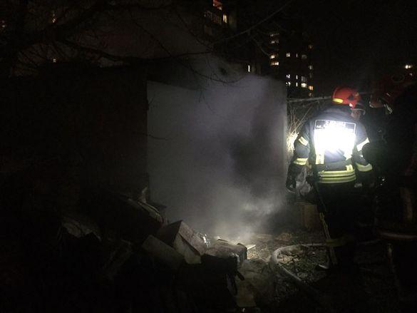 У Черкасах через підпалене сміття загорілися гаражі
