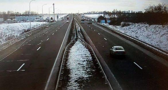 Їхати безпечно: дороги Черкаської області обробили від ожеледиці