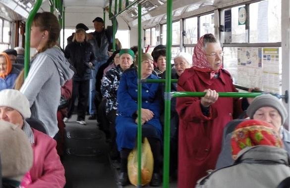 Жителі Черкас просять зробити пенсіонерам проїзд платним у тролейбусах в години пік