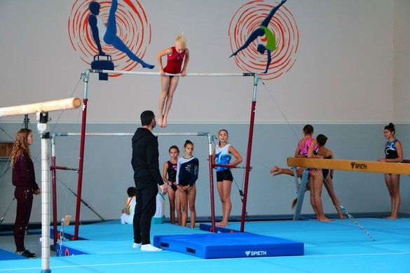 Батьки маленьких спортсменів просять черкаську мерію відновити заняття у скандальному залі