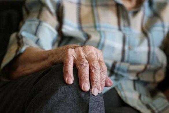У Черкасах онук із друзями напав на своїх дідуся та бабусю (ВІДЕО)