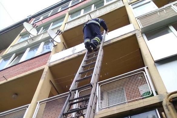 У Черкасах із зачинених квартир рятували хлопчика та бабусю