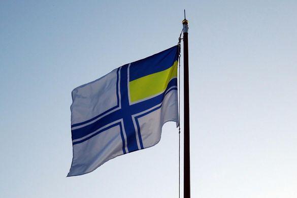 У Черкасах на підтримку полонених моряків підняли прапор