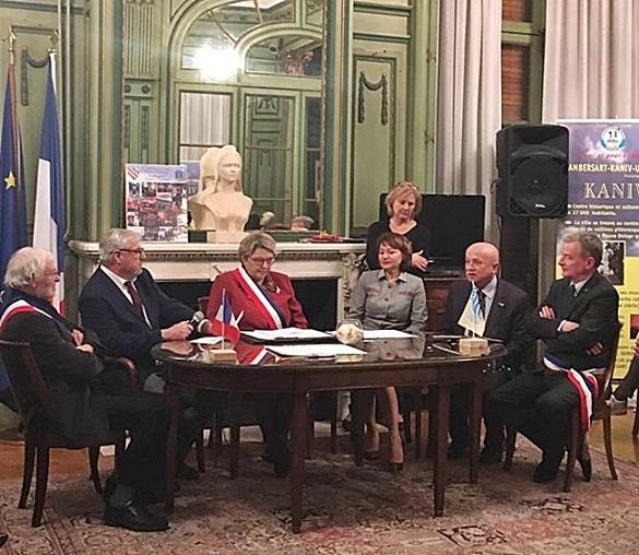 Канів і французьке місто Ламберсар підписали оновлену угоду про дружбу