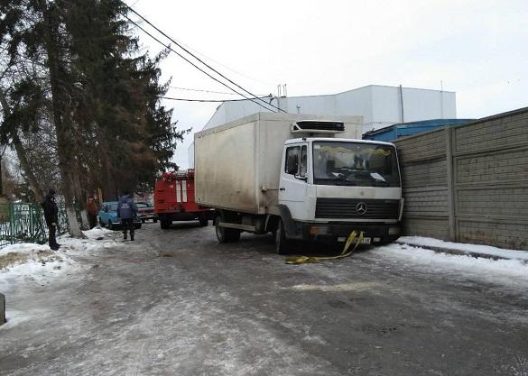 Біля лікарні на Черкащині вантажівка перекрила рух