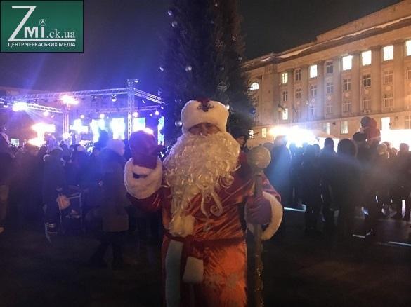У центрі Черкас святкують День святого Миколая (фоторепортаж)