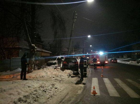 Через ДТП у Черкасах автомобіль врізався в бетонний стовп (ФОТО)