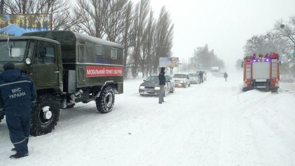 Черкащину накрила снігова пастка: понад десяток сіл без світла, на дорогах - постійні затори