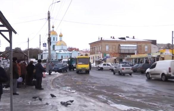 У Черкаській області бабуся втрапила під колеса маршрутки (ВІДЕО)