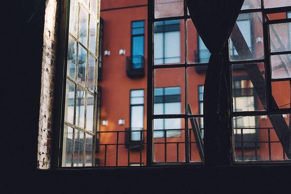 Із балкону черкаської багатоповерхівки випав чоловік