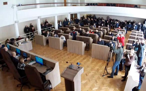 Не звикати: сесія міськради в Черкасах не відбулася через відсутність кворуму