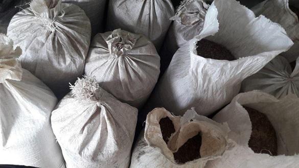 На Черкащині викрили чоловіка, який продавав тютюн у себе в гаражі (ФОТО)