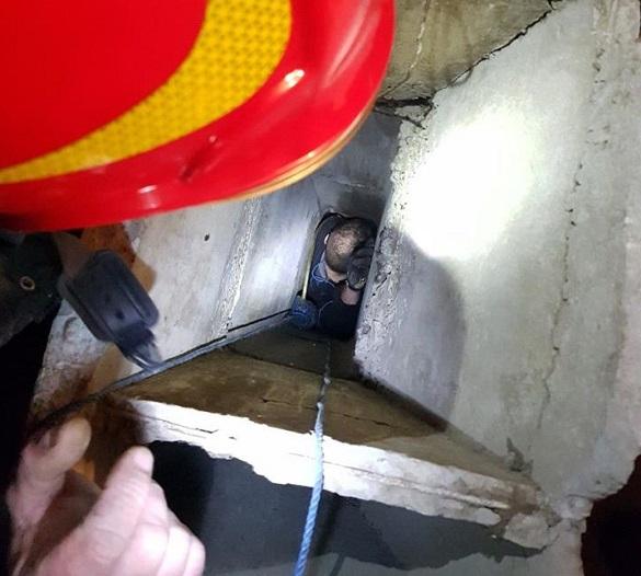 Як чоловік, якого рятували понад три години в Черкасах, опинився у вентиляційній шахті?