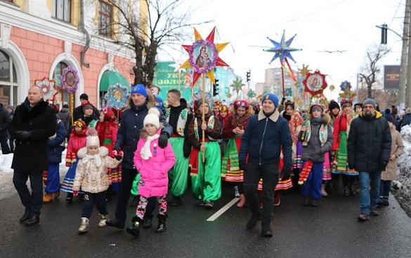 Центральною вулицею Черкас пройшла хода колядників (ФОТО, ВІДЕО)