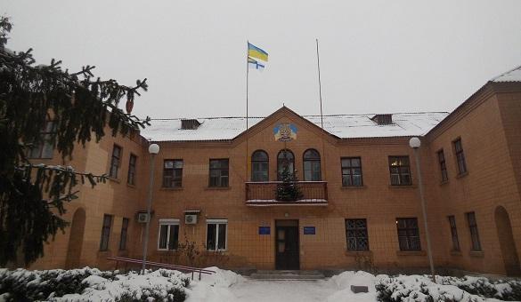 У Ватутіному на підтримку полонених моряків підняли прапор (ФОТО)