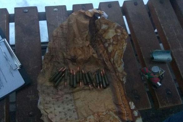 У Черкасах затримали чоловіка з пакунком боєприпасів