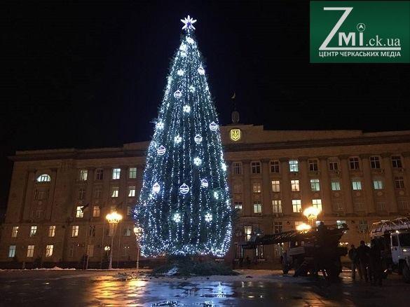 Новорічні свята закінчилися: стало відомо, коли з центральної площі Черкас приберуть ялинку