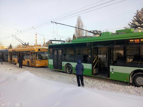У Південно-Західному мікрорайоні в Черкасах зупинилися тролейбуси (ФОТО)