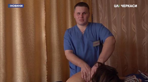 На Черкащині незрячий майстер масажу допомагає людям