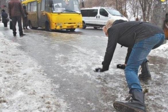 Жертви слизького тротуару. Як черкащанам відсудити гроші за отриману травму