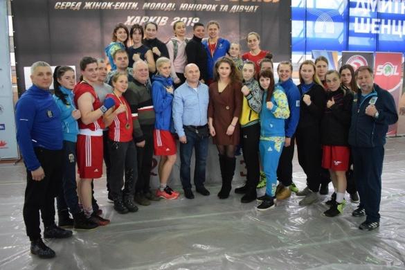 Один із кращих результатів в історії: черкаські боксерки тріумфували одразу на трьох чемпіонатах України