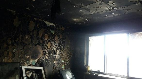 У Черкасах рятували чоловіка з охопленої полум'ям квартири (ФОТО)