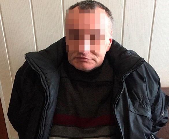 На черкаській дамбі затримали чоловіка, який перебував у розшуку