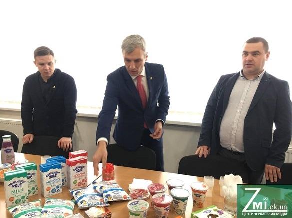 Кошулинський завітав на черкаські підприємства та продегустував місцеву продукцію