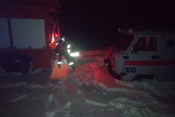 Через негоду на Черкащині зі снігових заметів визволяли карету