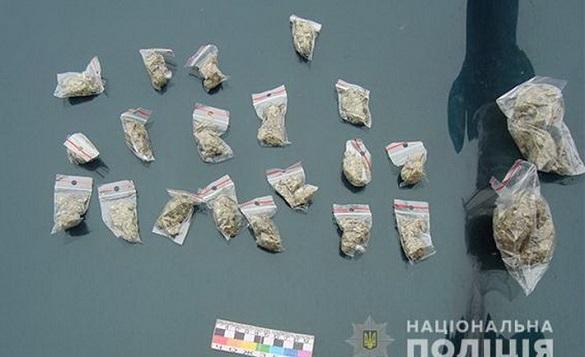 В Умані затримали чоловіка, який розгулював містом з партією наркотиків