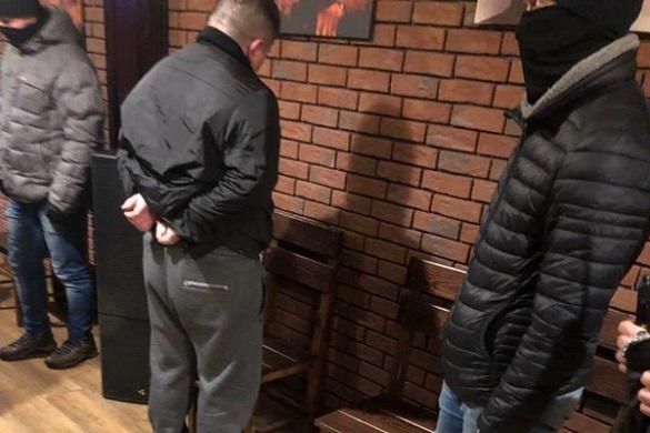 На Черкащині викрили групу наркотогровців, які намагалися дати хабара правоохоронцям